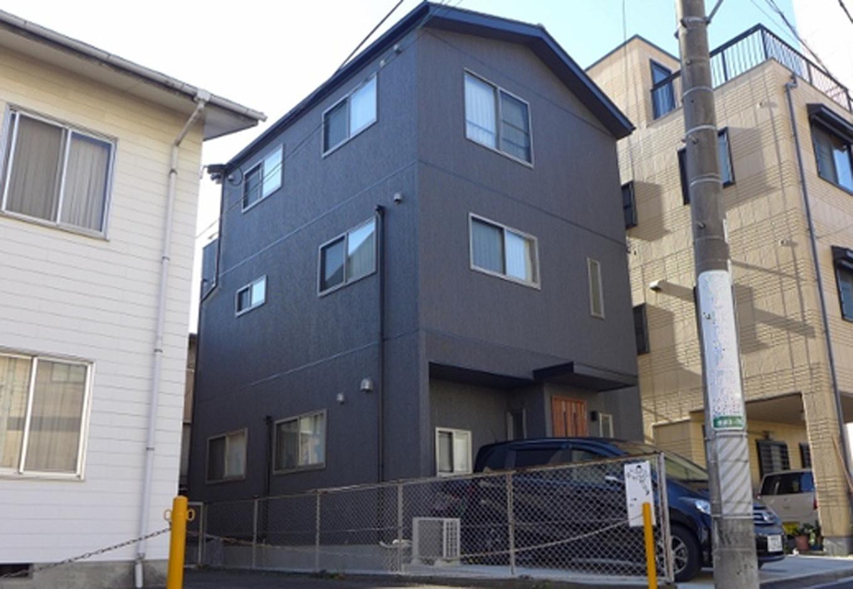 建築システム(狭小住宅専門店)【1000万円台、デザイン住宅、狭小住宅】遠目からですと濃い茶色?って感じですが、 アップで見ると少しグレー掛ってみえる不思議な外壁