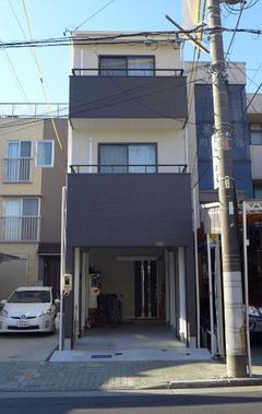 間口3m!細長い狭小敷地を最大限に利用した3階建てビルトイン二世帯住宅