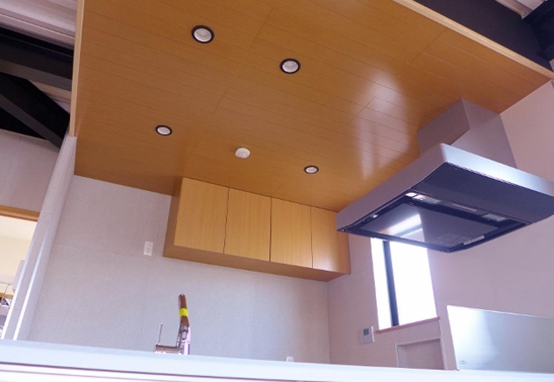 キッチンの天井部分はお施主様のこだわりを形に実現できた