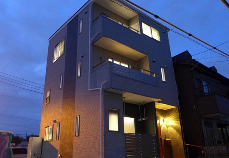 建築システム(狭小住宅専門店)【1000万円台、二世帯住宅、狭小住宅】瑠璃色の空をバックにシャッターを押したら幻想的なフォルムに