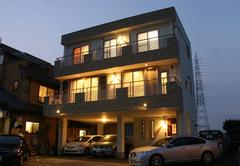 LDKは34畳!ビルトインガレージ3台のある重量鉄骨3階建て住宅