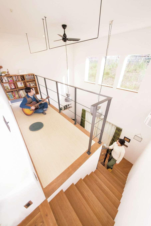 CLASSICA HOME/クラシカホーム【デザイン住宅、夫婦で暮らす、インテリア】吹き抜けの2階部分には畳スペースを設置。暖かい空気が上がってぽかぽか