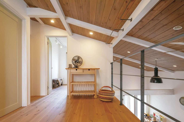 CLASSICA HOME/クラシカホーム【デザイン住宅、自然素材、インテリア】2階ホールは部屋干しにも最適