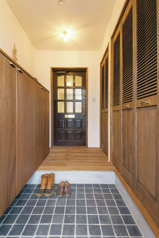 CLASSICA HOME/クラシカホーム【デザイン住宅、自然素材、インテリア】玄関ホールには大容量の収納も