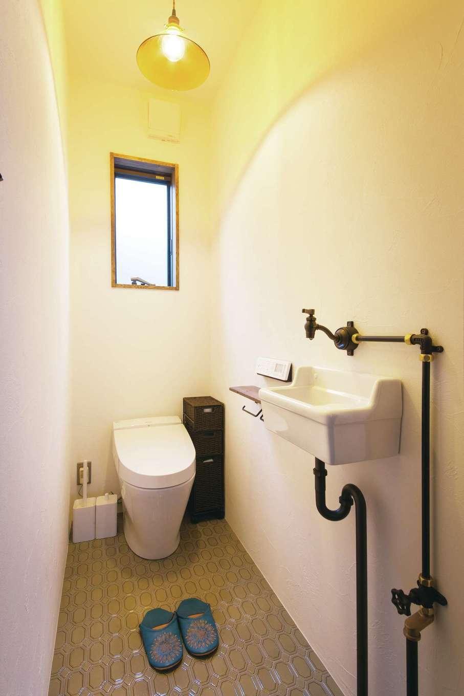 CLASSICA HOME/クラシカホーム【デザイン住宅、自然素材、インテリア】1階トイレ床には名古屋モザイクタイルを採用