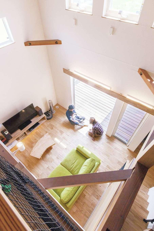 共感住宅 ray-out (レイアウト)【デザイン住宅、子育て、省エネ】家全体をひとつの大きな空間ととらえた設計。開放的でありながら、超気密・超断熱で家の中のどこにいても1年中快適に過ごせる。夏はさらっと涼しく、冬はほんのり暖か