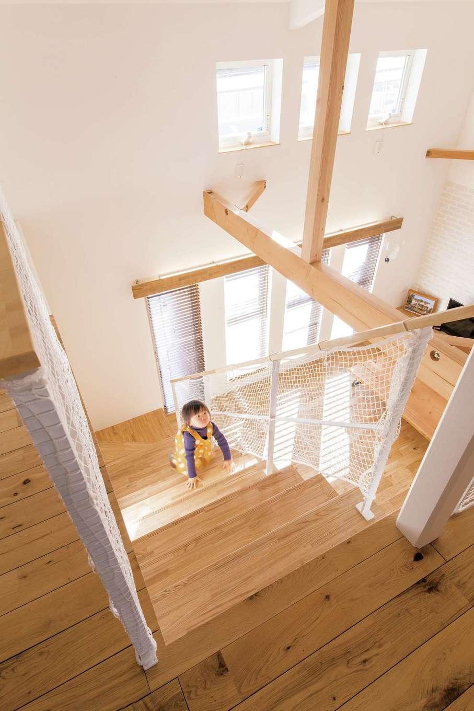 共感住宅 ray-out (レイアウト)【デザイン住宅、子育て、趣味】階段も小さな子どもにとっては格好の遊び場だ