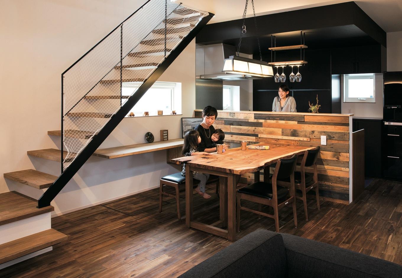 おうちカフェを楽しめる wood & industrial の家