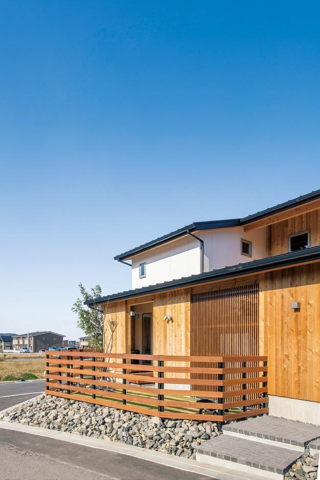 共感住宅 ray-out (レイアウト)【デザイン住宅、自然素材、省エネ】和の雰囲気を醸し出しながらモダンなスタイリッシュさを表現した外観