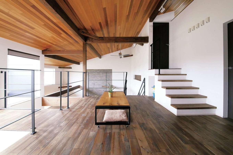 共感住宅 ray-out (レイアウト)【デザイン住宅、子育て、間取り】2階ホールもとても爽快。スキップフロアになっていて、収納量も抜群だ