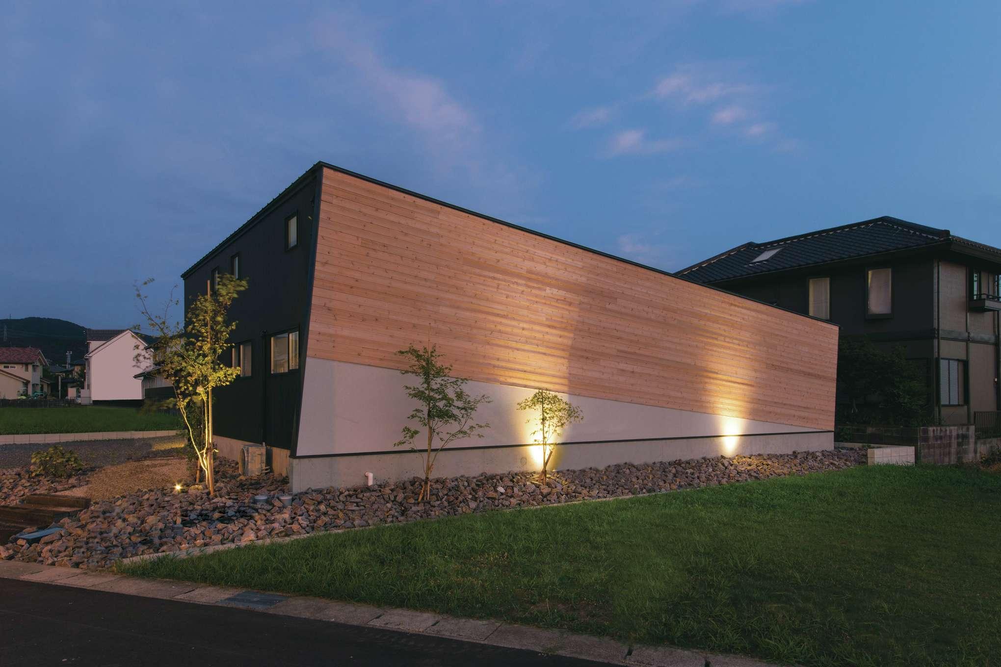 共感住宅 ray-out (レイアウト)【デザイン住宅、趣味、間取り】景色も際立たせる存在感のある外観
