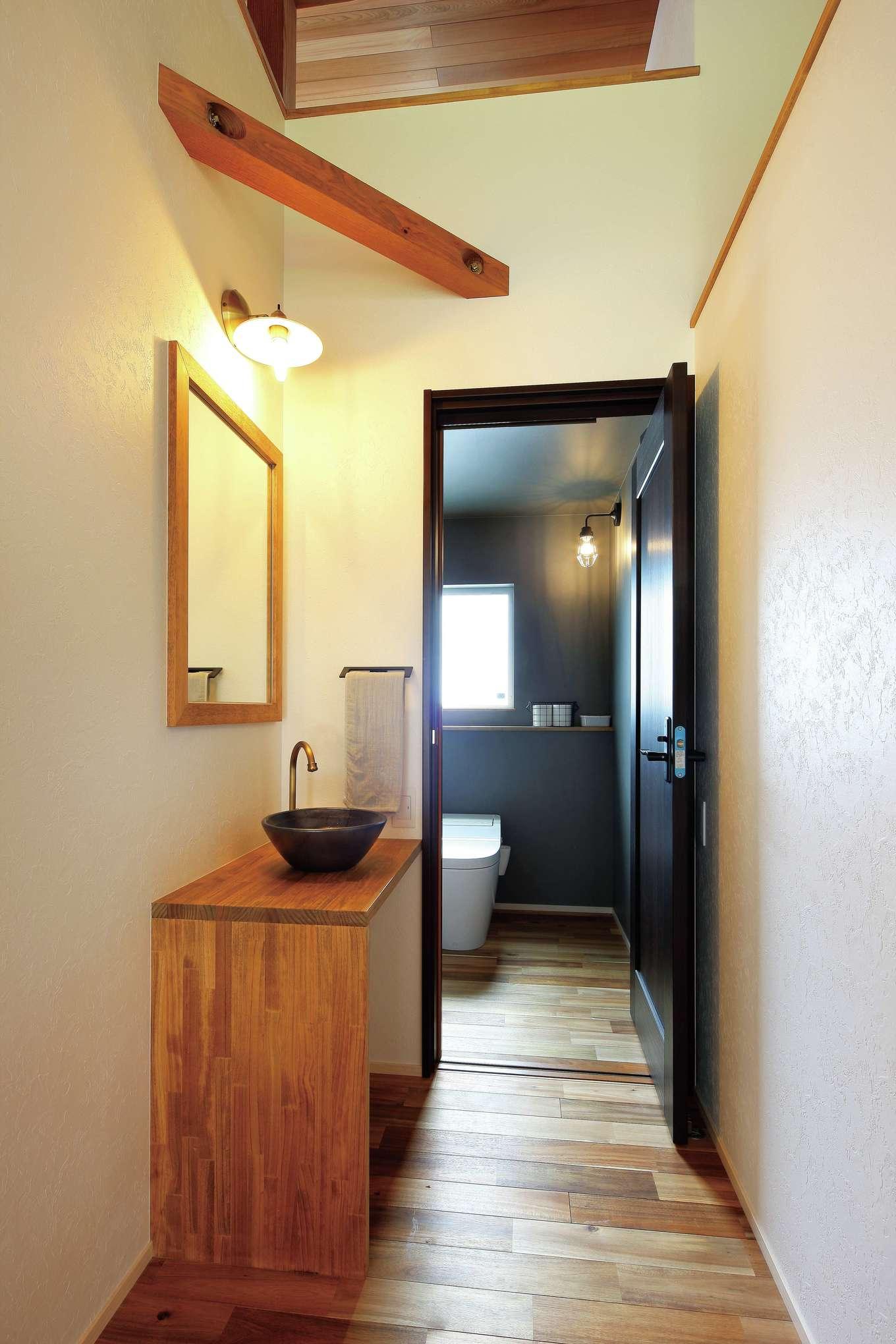 共感住宅 ray-out (レイアウト)【デザイン住宅、趣味、間取り】水回りも家全体のテイストに合わせてコーディネート