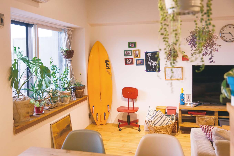 CLASSICA HOME/クラシカホーム|サーフィンは、ご主人の長年の趣味。サーフボードが似合うおしゃれな家になった。リノベしてから、自然に植物も増えたとか