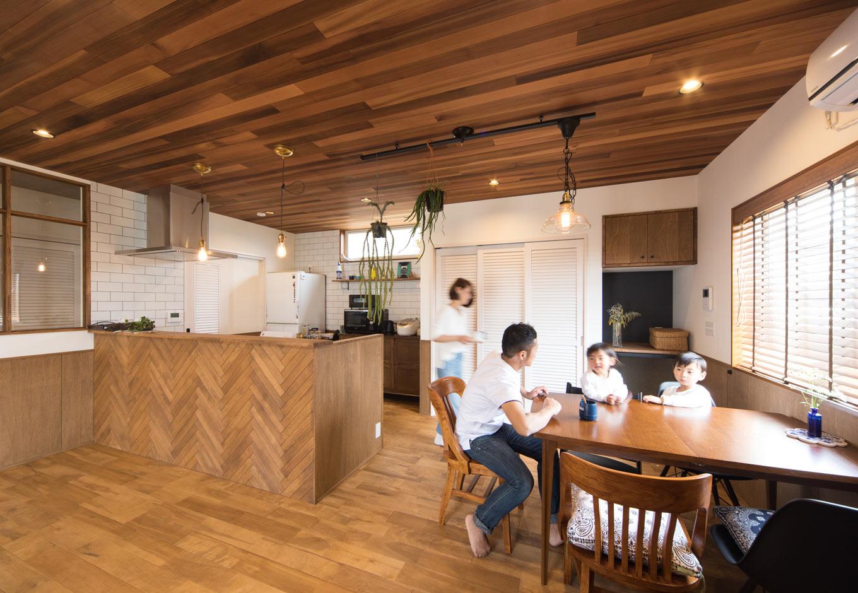 MinerBaseStudio/ミネルベーススタジオ【デザイン住宅、子育て、インテリア】ウエスタンレッドシダーの天井は『Minerbase』の代名詞。