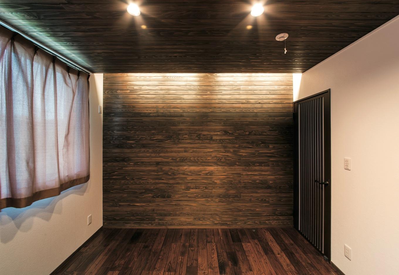寝室も間接照明で落ち着いた雰囲気に