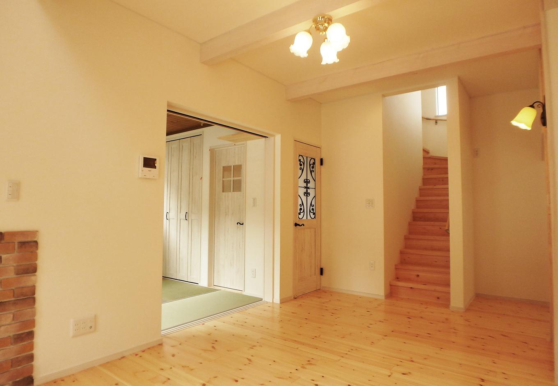 可愛らしい空間の中にも、ホッと休める畳を配置。さらに部屋の雰囲気に合わせてドアを変える事も