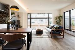 流行に左右されないデザインの二世帯住宅のモデルハウス