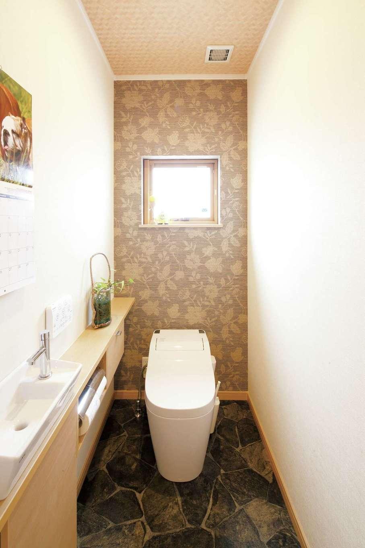トイレはおばあさまの部屋の近くに配置。インテリアコーディネーターと相談して、シックな仕上がりに