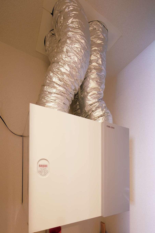 環境先進国ドイツ製のシステムを導入。年間を通して部屋間の温度差が抑えられ快適に過ごせる上、熱交換したのちに空気を入れ替えるので(熱交換率 90%)光熱費削減にも貢献する