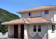 南欧風外観の分離型二世帯住宅