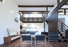 自然の力を活用しデザインと利便性を兼ね備えた平屋の家