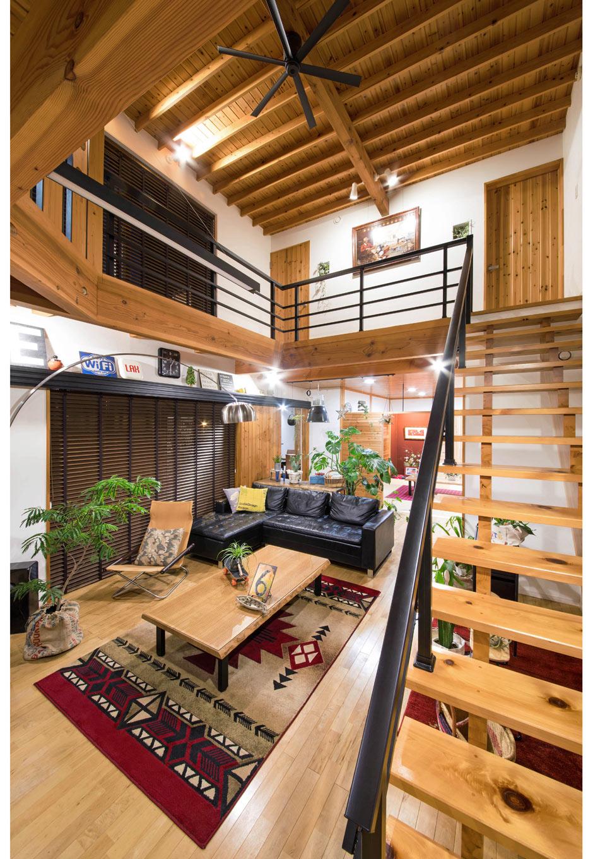 illi-to design 鳥居建設21【デザイン住宅、省エネ、自然素材】マットな質感のブラックの手すりが空間を引き締めている