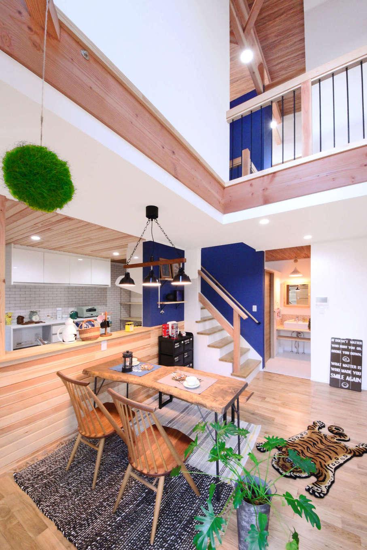 illi-to design 鳥居建設21【デザイン住宅、子育て、インテリア】吹き抜けを通じてリビングの様子を2階にいても感じることが出来る