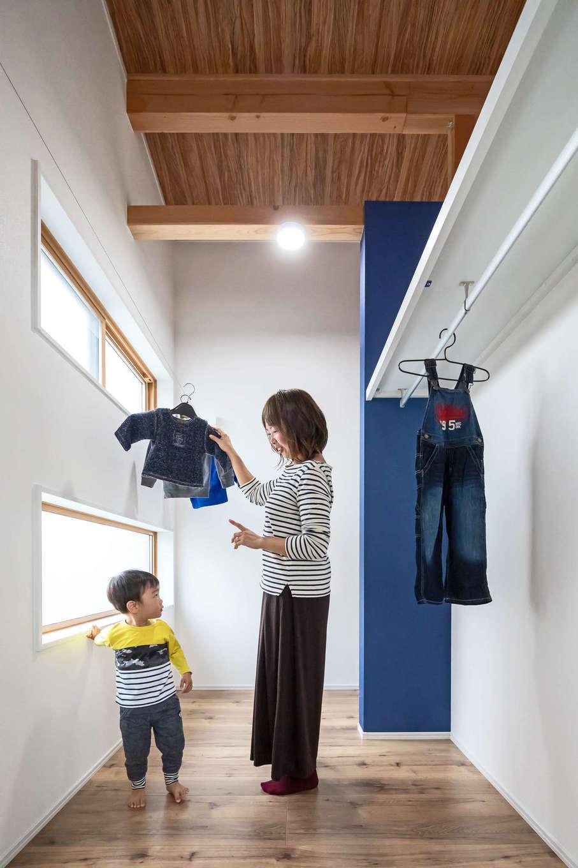 illi-to design 鳥居建設21【デザイン住宅、子育て、インテリア】使い勝手のいいウォークインクローゼット。室内干しも出来て雨の日も心配いらず