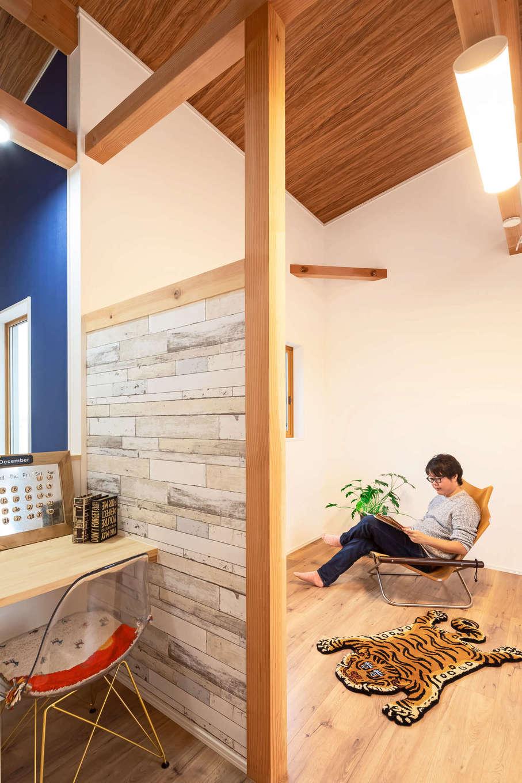 illi-to design 鳥居建設21【デザイン住宅、子育て、インテリア】ご主人念願の書斎。プライベートルームも快適