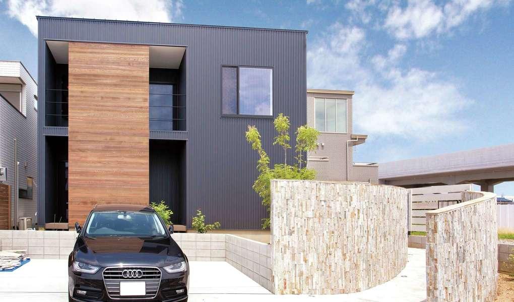 未来創建【デザイン住宅、間取り、建築家】屋根には太陽光発電パネル6.3kWを、外壁内側には断熱効果の高いパネルを設置した高性能住宅