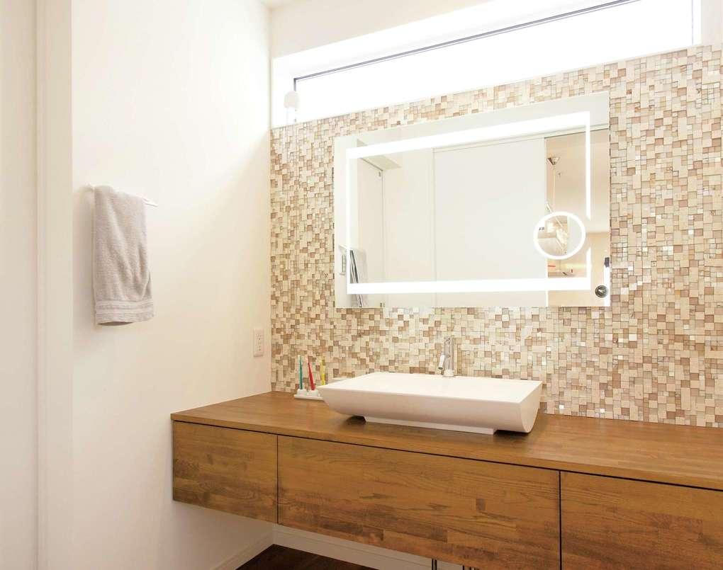 未来創建【デザイン住宅、間取り、建築家】洗面台はイタリアのガラスモザイクタイルを使用