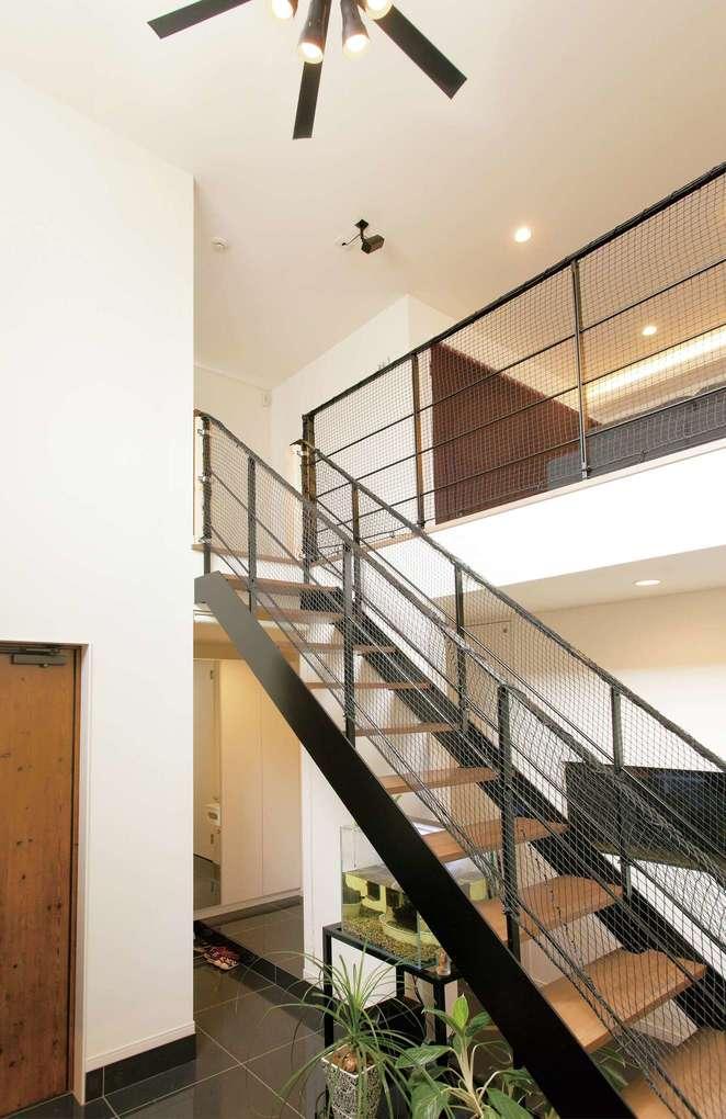 未来創建【デザイン住宅、間取り、建築家】玄関ホールからの風景。1階にはプライベートルームを集合