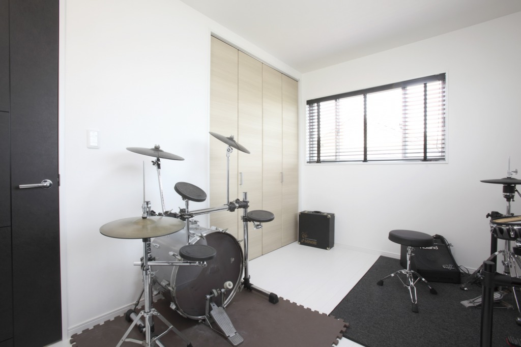 未来創建【趣味、間取り、ガレージ】ドラムセットを設置した趣味部屋。