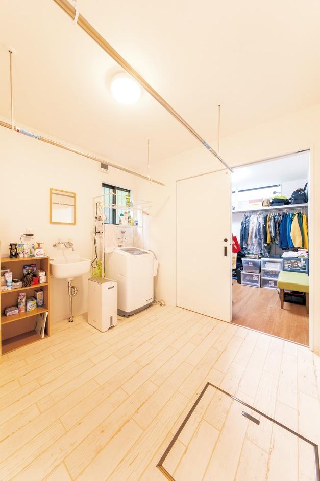 未来創建【デザイン住宅、輸入住宅、間取り】ウォークインクローゼットとつながる脱衣ランドリー室が生活に利便性をもたらす