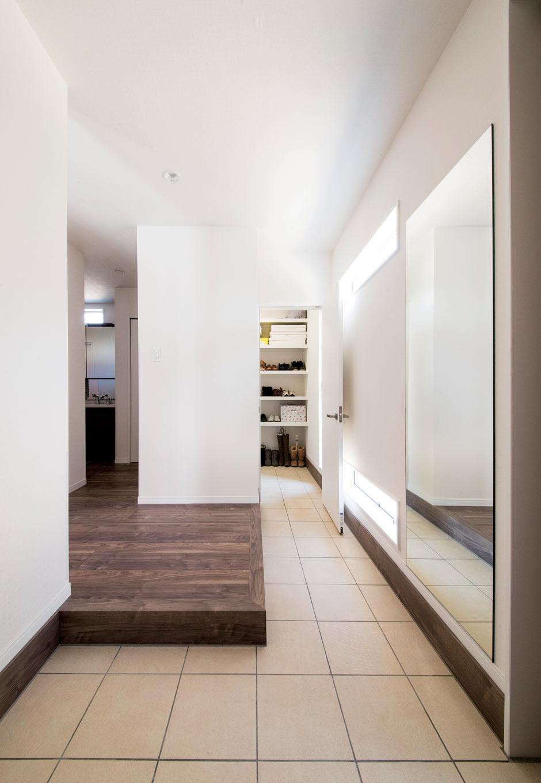 未来創建【デザイン住宅、収納力、間取り】2WAYからアクセスできるシューズクローク