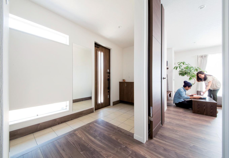 未来創建【デザイン住宅、収納力、間取り】広い玄関ホール。LDKと段差なく繋がり、行き来にストレスがない
