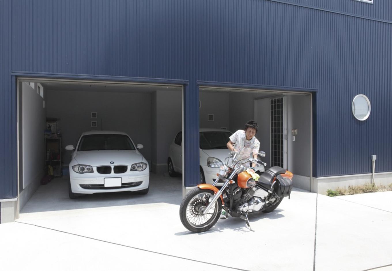 未来創建【趣味、間取り、ガレージ】念願のビルドインガレージは車2台に加え、バイクやその整備用品なども収納できる大きさ。