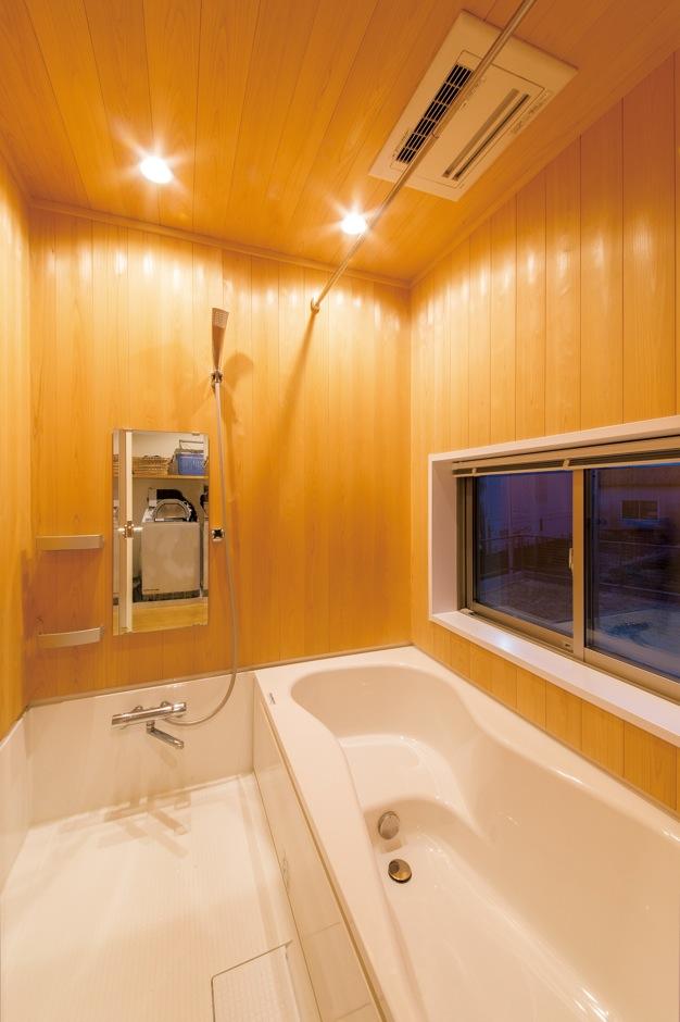 ナルセノイエ【和風、間取り、スキップフロア】こ だわりの檜風呂に漂う芳醇な香り