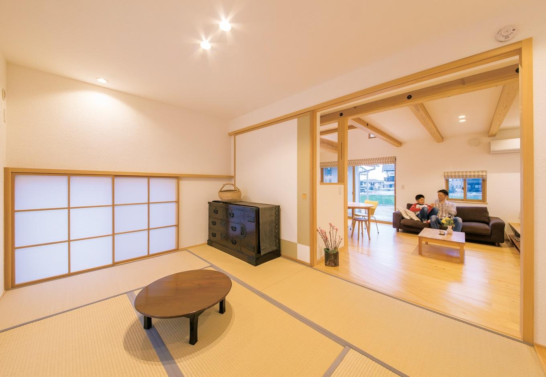 ナルセノイエ【和風、間取り、スキップフロア】リビング脇の和室は一段高くなった寛ぎの空間