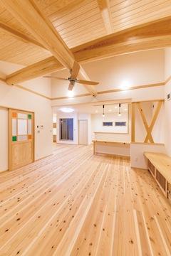 無垢の優しい肌触りが、家族を守る「木心地の好い家」
