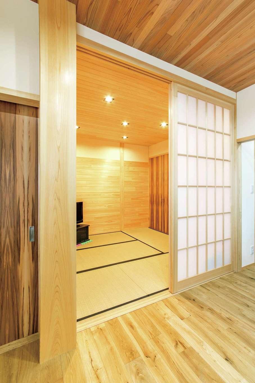 櫻 工務店【和風、自然素材、間取り】リビングに続く和室はヒノキで上品に。いつでもごろりと横になったり、子どものお昼寝やゲストルームとしても重宝