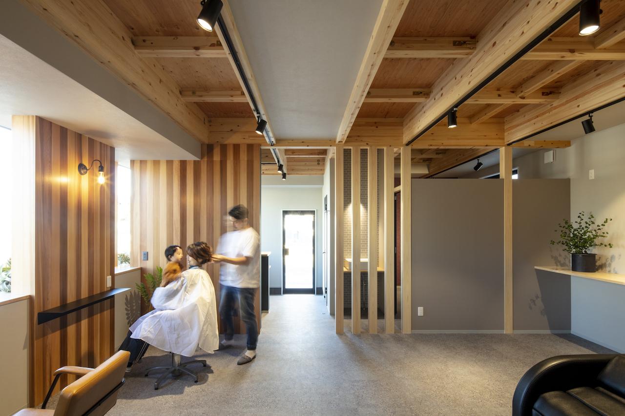 一級建築士事務所GO_AN (ゴアン)【デザイン住宅、間取り、建築家】天井は張らずに空間を広く、構造材の力強さを見せた