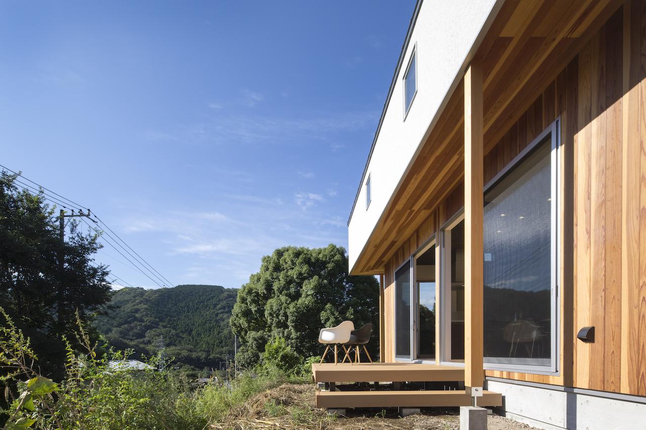 一級建築士事務所GO_AN (ゴアン)【1000万円台、デザイン住宅、平屋】自然に囲まれた立地を生かしてプランニングされたK邸。ウッドデッキは友人とのBBQや日々の憩いの場にも