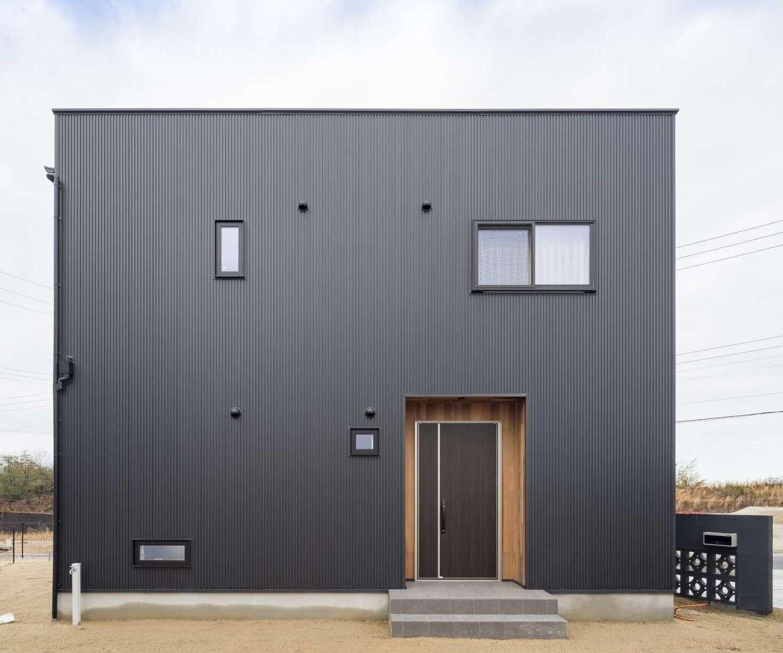 WOODLIFE style 丸守木材【デザイン住宅、自然素材、ペット】O邸は、ガルバリウム外壁や水回りのクッションフロア以外、99%自然素材でできている