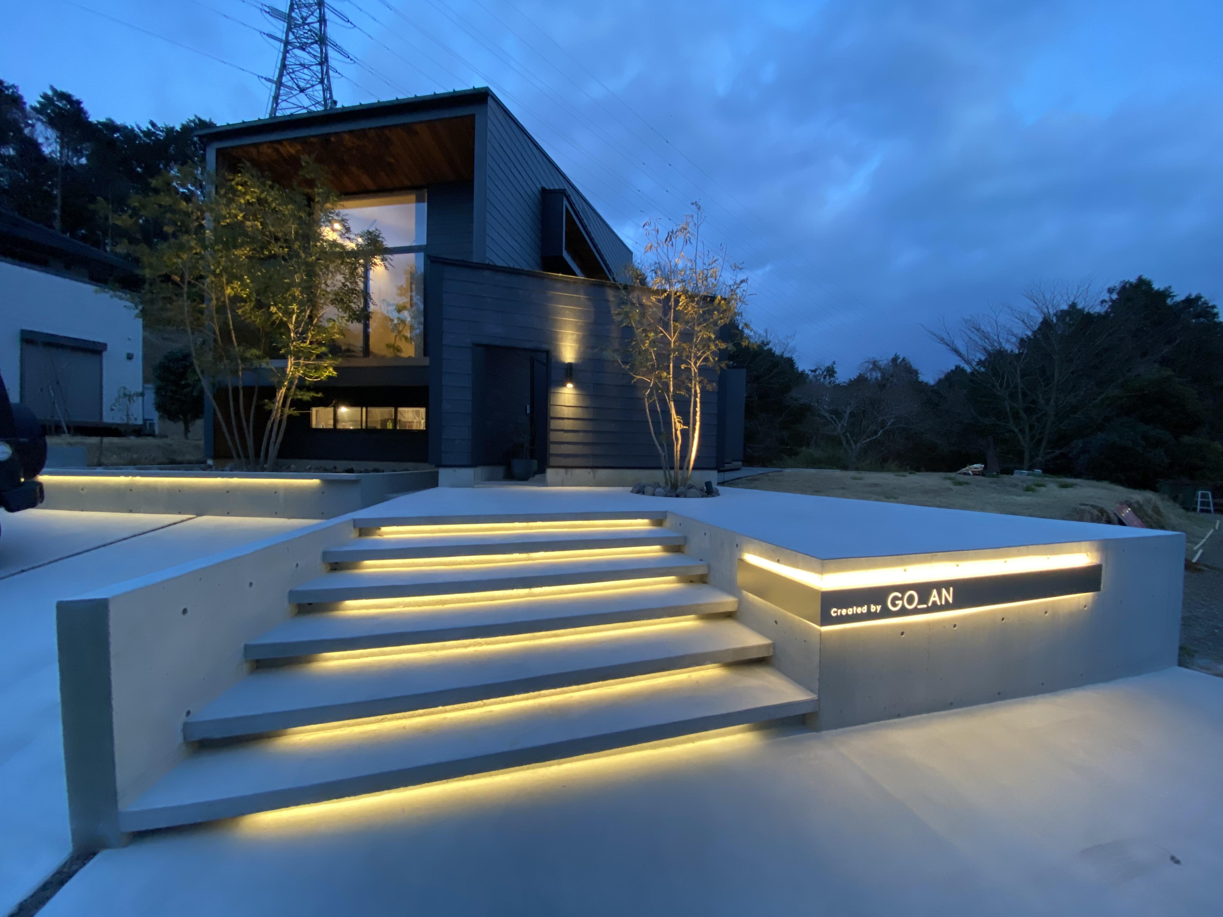 一級建築士事務所GO_AN (ゴアン)【駿東郡長泉町・オープンハウス】間接照明が美しいモデルハウスへのアプローチ。「GO_AN」では外構まで含めたトータルなプランニングが可能