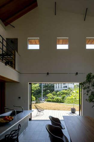 温水式床暖房+制震装置+地熱利用のSRC基礎で安心安全・快適な暮らし