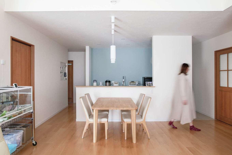 ユニバーサルホーム(浜松東店・掛川店)【デザイン住宅、間取り、平屋】対面式キッチンは左右どちらからも入れる回遊動線に