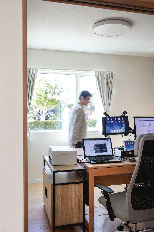ユニバーサルホーム(浜松東店・掛川店)【デザイン住宅、間取り、平屋】子どもの勉強ルームをリビング横に用意。現在はご主人のワークルームに活用