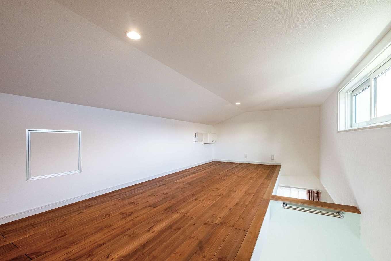 ハウテックス【1000万円台、省エネ、間取り】ロフトは隣り合う2部屋の洋室とつながっている