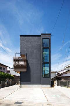 開放感とプライバシーを両立。3階建て・ピットリビングの家